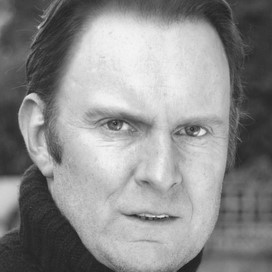 robert glenister height